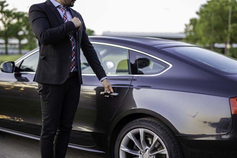 Comprar un coche de demostración o ejecutor: beneficios y riesgos